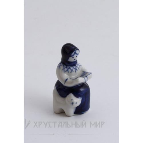 Скульптура Читает книгу авт. Азарова Л.П.