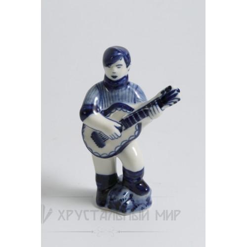 Ск. Парень с гитарой